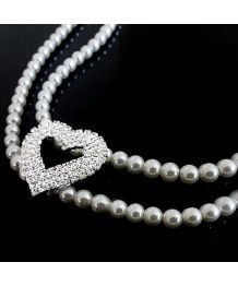 Pearl necklace Beauty