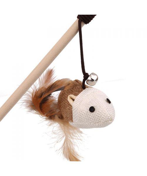 canne à peche pour chaton avec un baton et une ficelle et une souris pour jouer